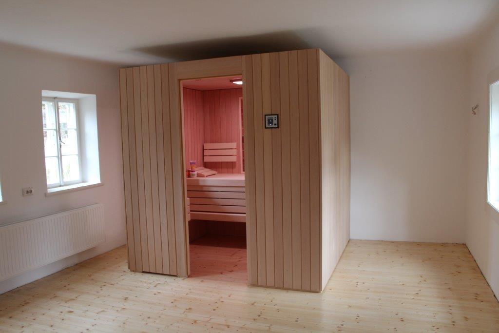 Kabine Innen und Aussen aus Hemlock Profile, oder auf Wunsch mit Paneele